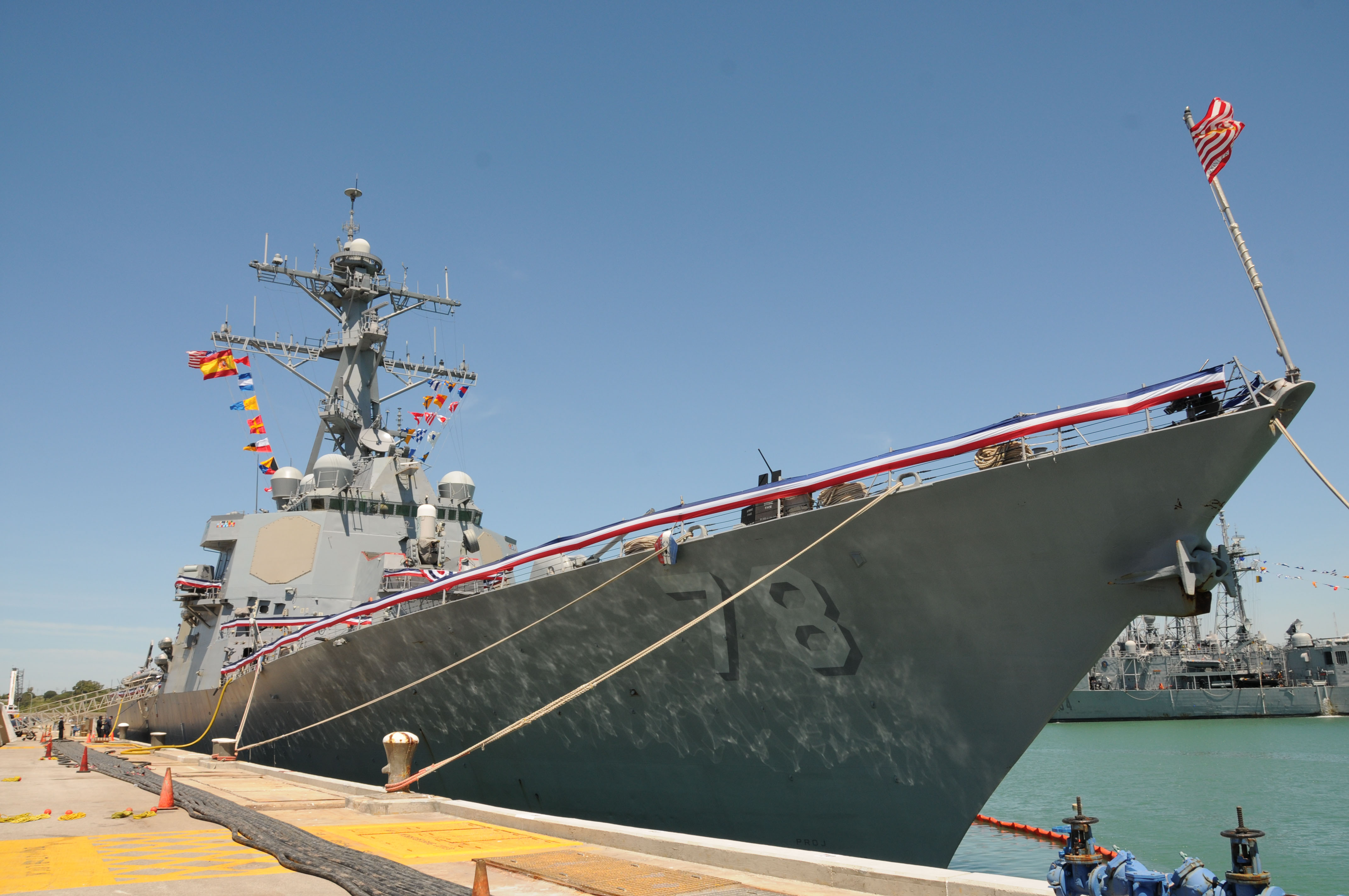USS PORTER DDG-78 Einlaufen Rota am 30.04.2015 Bild: U.S. Navy