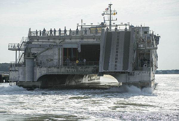 USNS SPEARHEAD JHSV-1 Einlaufen Virginia Beach, VA am 17.05.2015 Bild: U.S. Navy