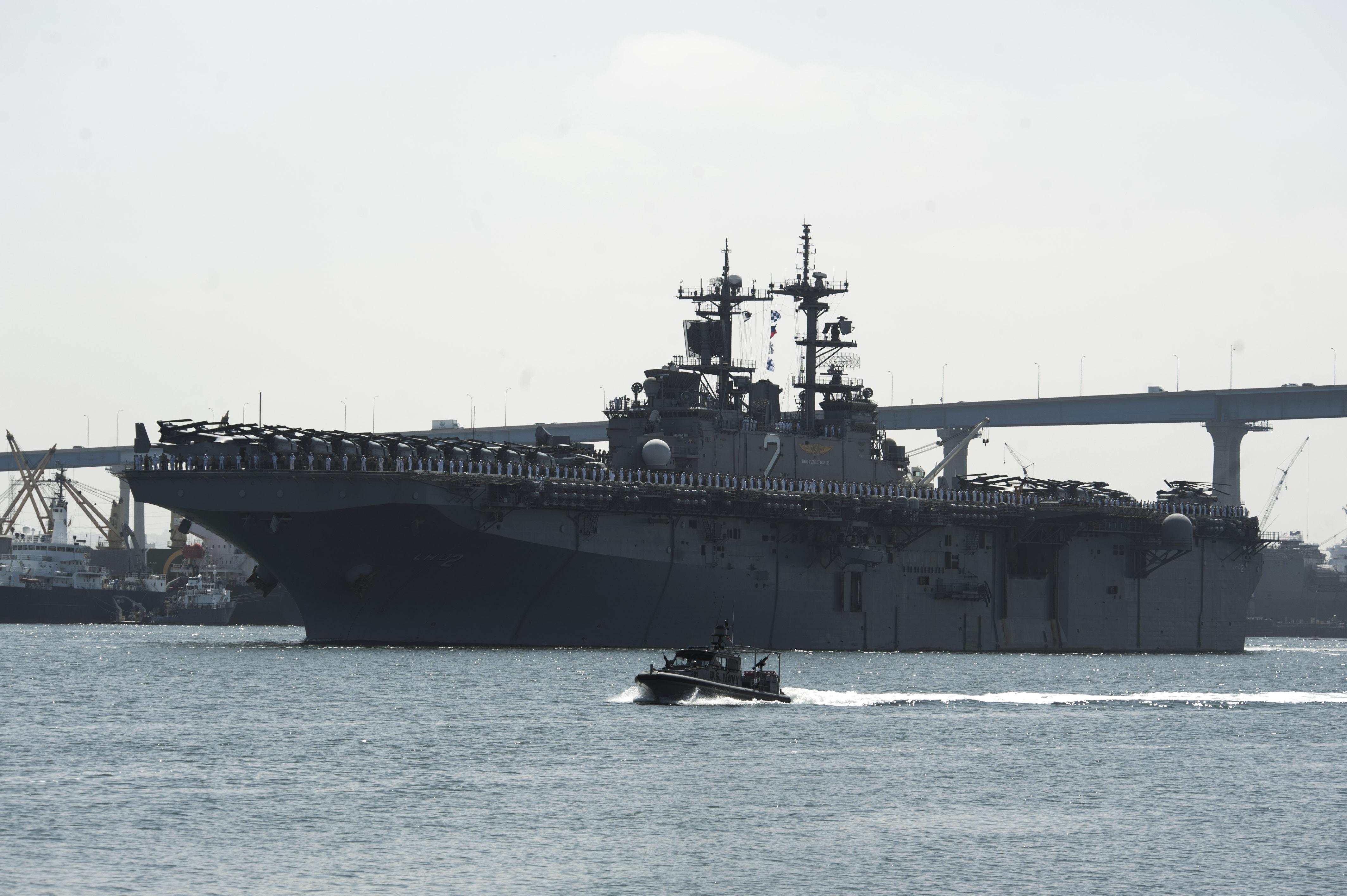 USS ESSEX LHD-2 Auslaufen San Diego am 11.05.2015 Bild: U.S. Navy