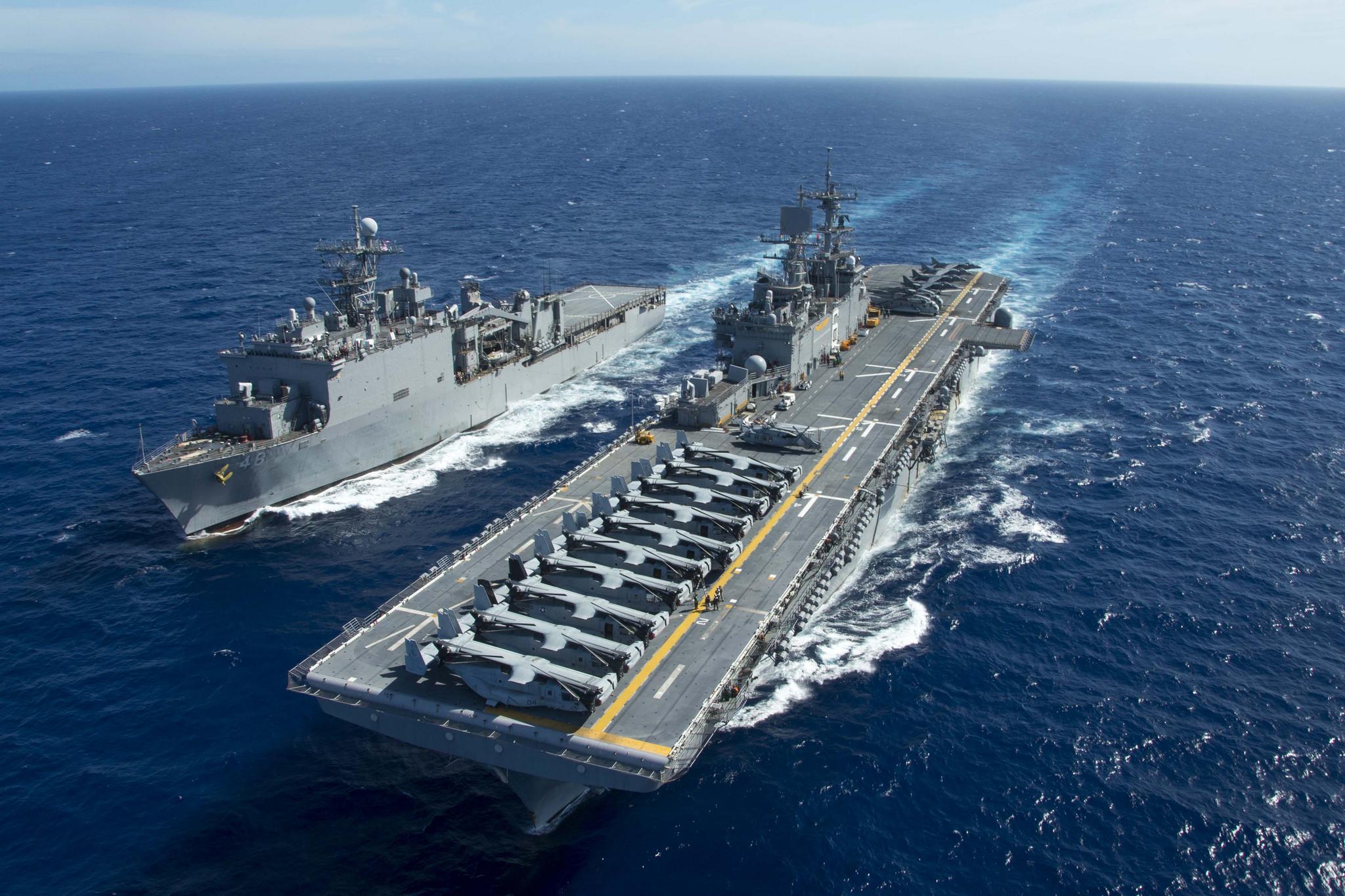 USS BONHOMME RICHARD LHD-6 und USS ASHLAND LSD-48 am 05.06.2015 im Pazifik Bild: U.S. Navy