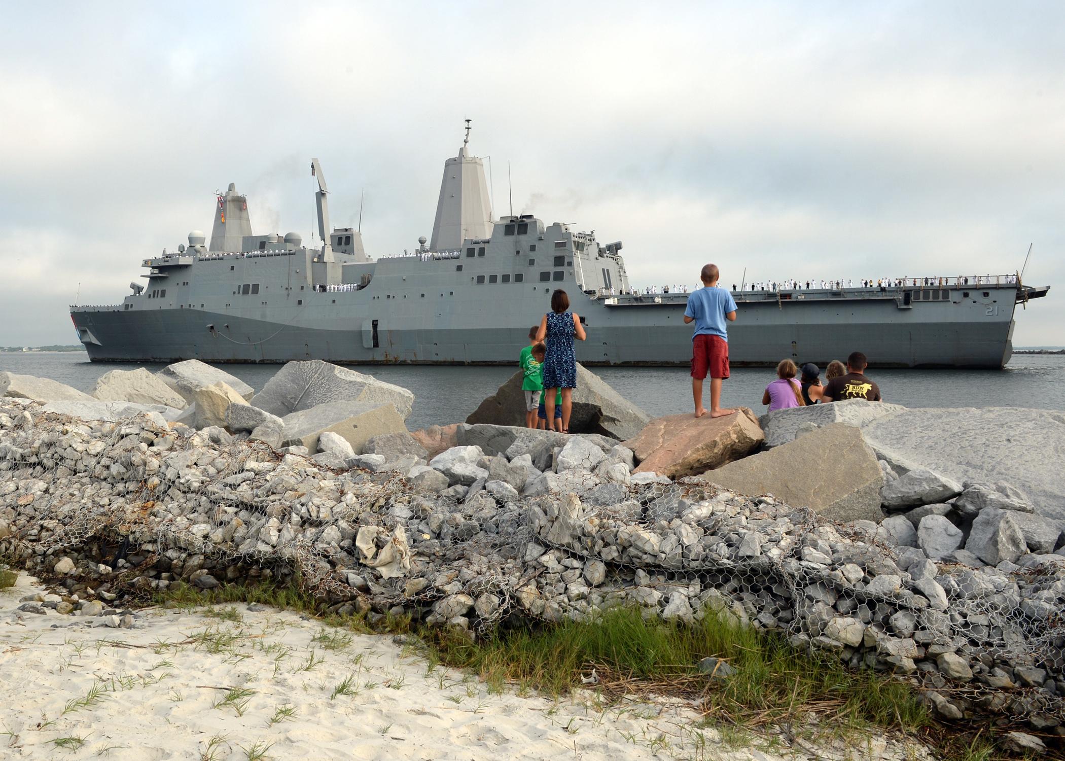 USS NEW YORK LPD-21 Einlaufen Mayport am 19.07.2015 Bild: U.S. Navy