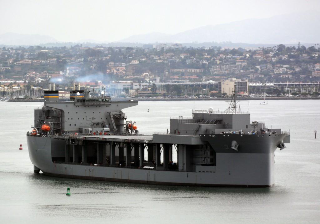 USNS LEWIS B. PULLER MLP-3 am 08.07.2015 in San Diego Bild: U.S. Navy