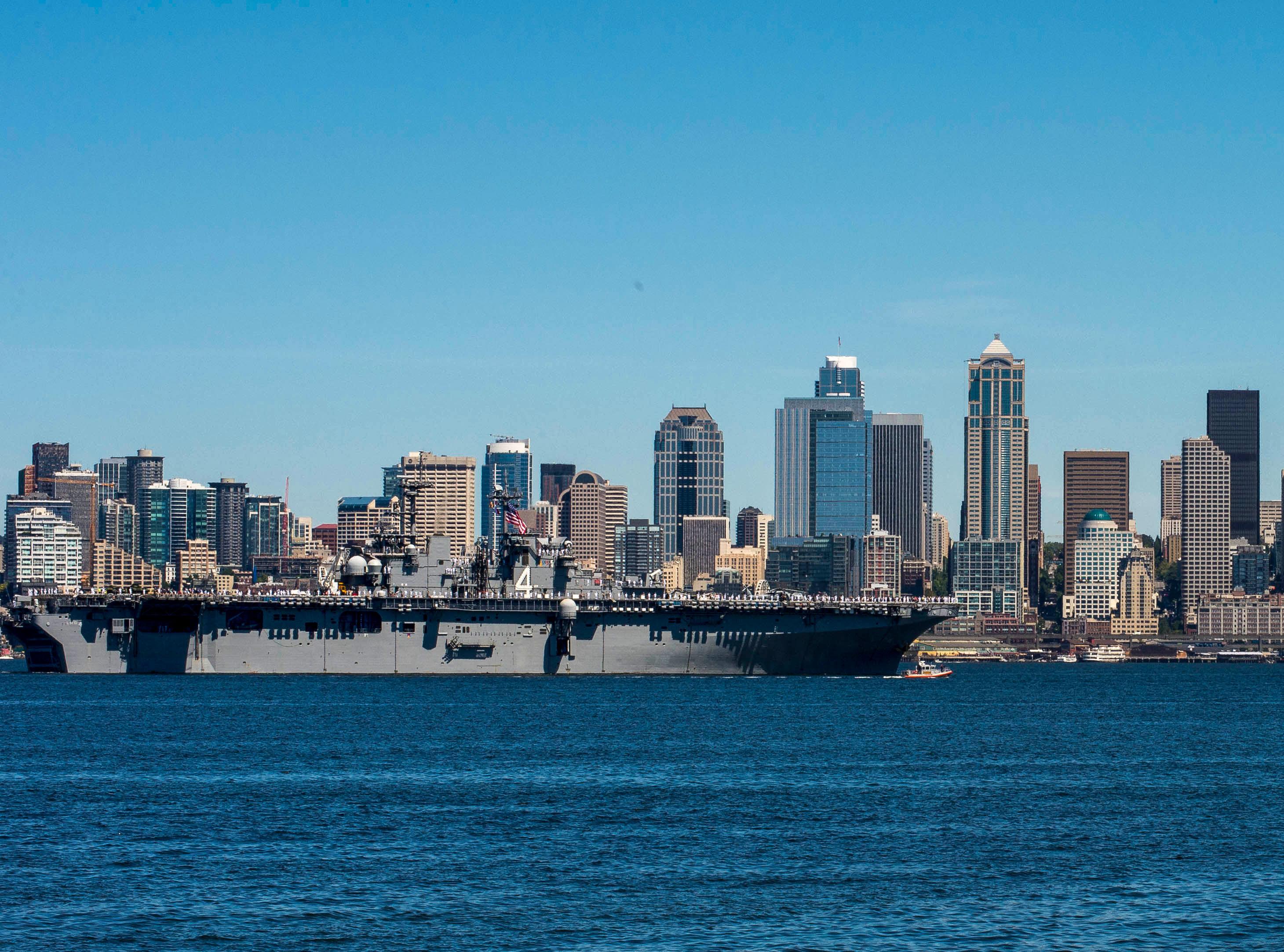 USS BOXER LHD-4 Einlaufen Seattle am 29.07.2015 Bild: U.S. Navy