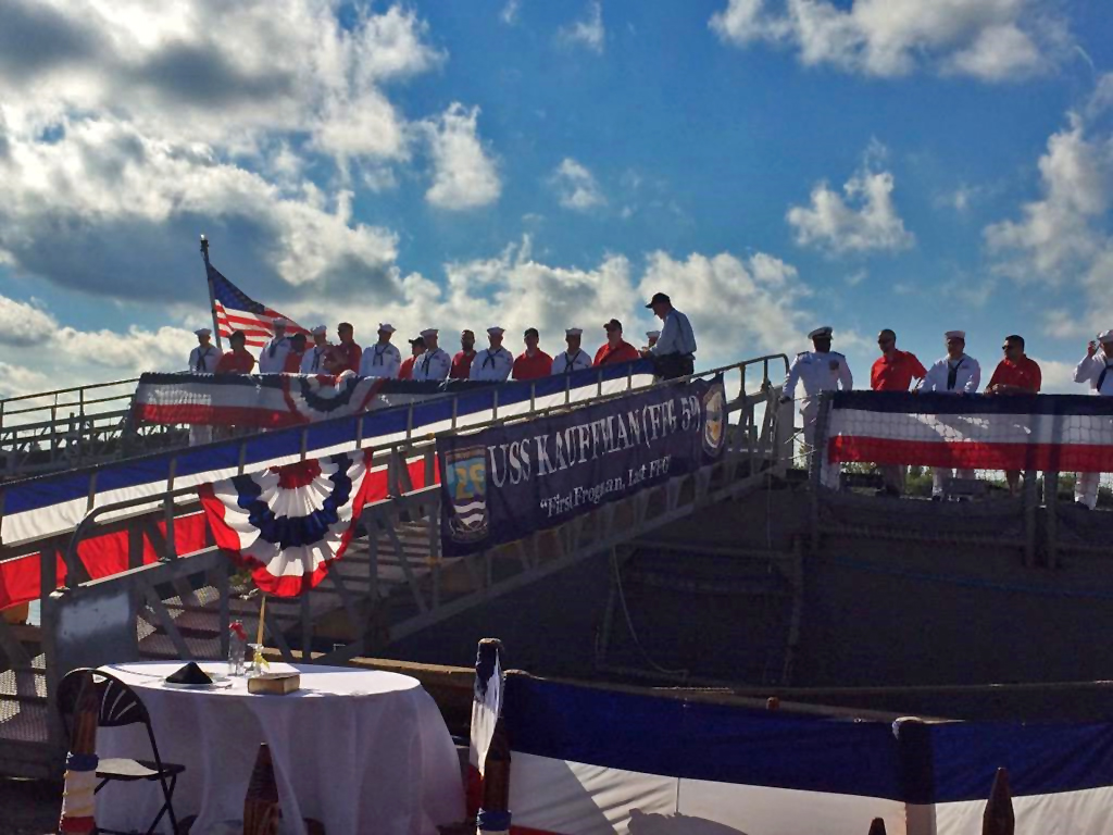 USS KAUFFMAN FFG-59 Decommissioning Ceremony Bild: U.S. Navy
