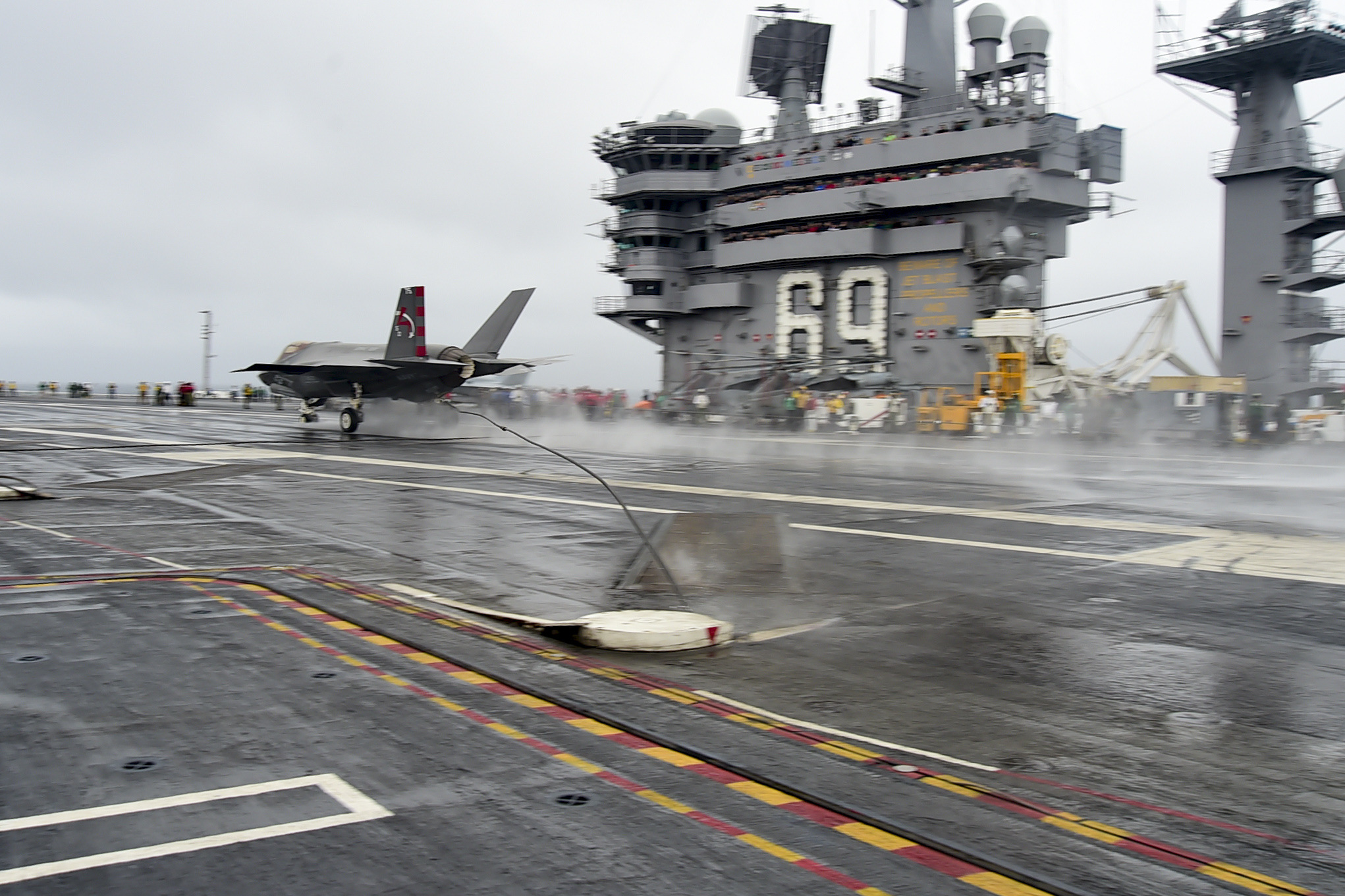 USS DWIGHT D. EISENHOWER CVN-69 am 03.10.2015 Bild: U.S. Navy