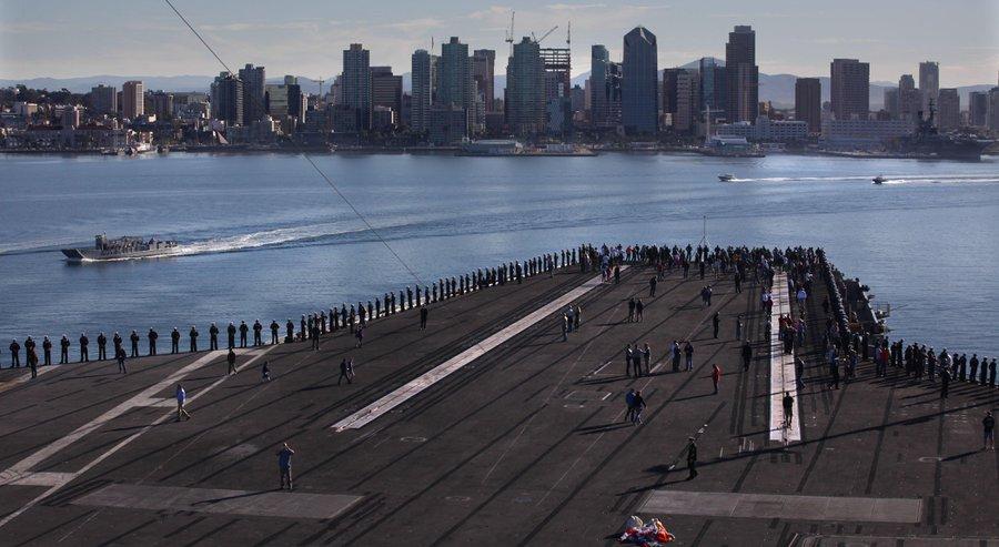 USS THEODORE ROOSEVELT CVN-71 Einlaufen San Diego am 23.11.2015 Bild: 760kfmb