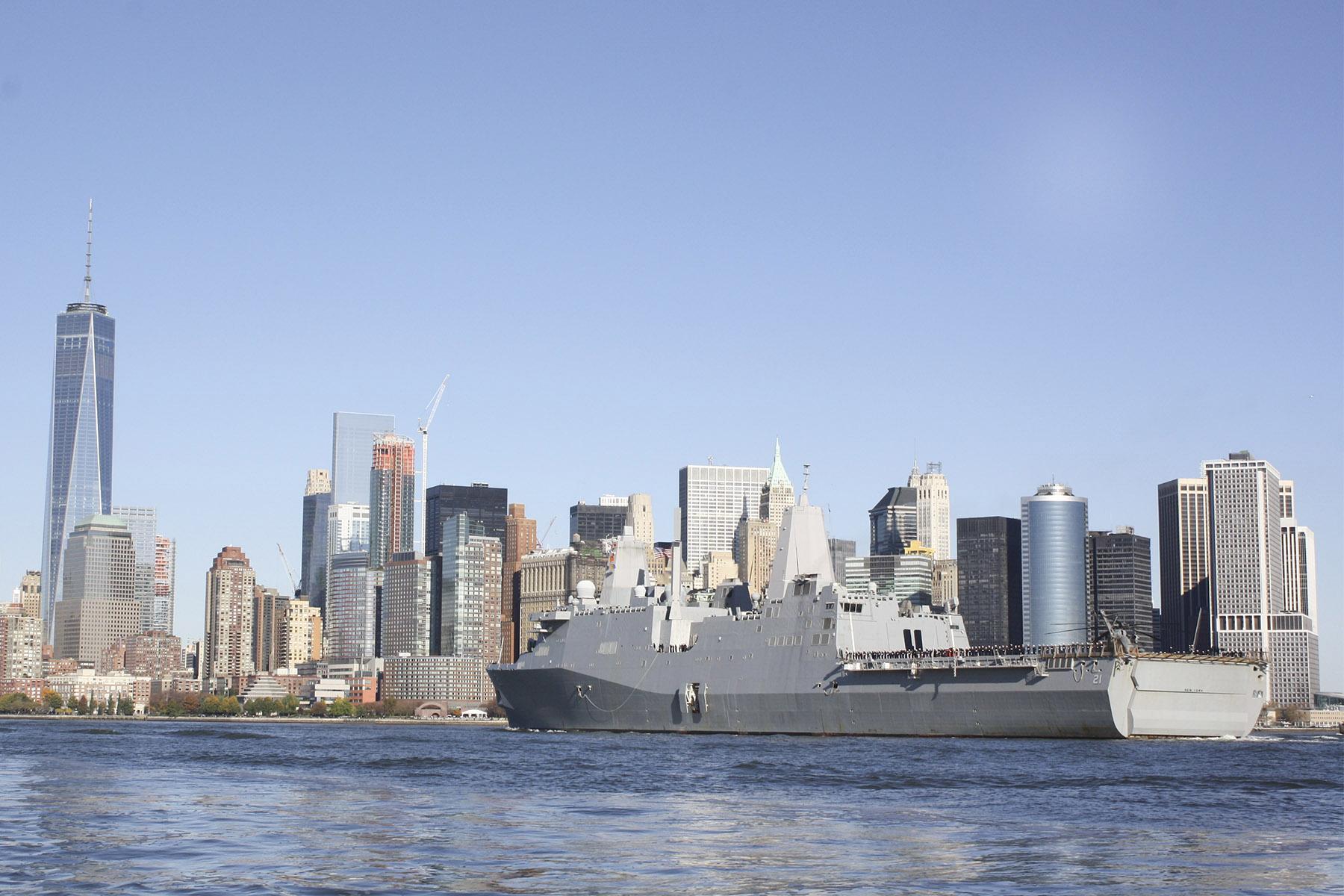 USS NEW YORK LPD-21 Einlaufen New York City am 08.11.2015 Bild: U.S. Navy