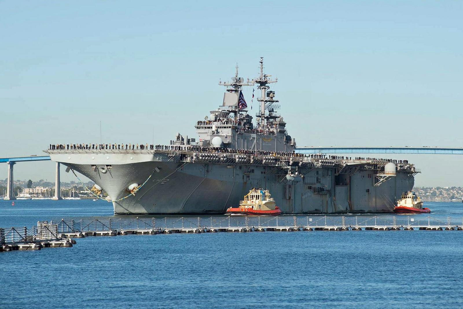 USS ESSEX LHD-2 Einlaufen San Diego am 15.12.2015 Bild: U.S. Navy