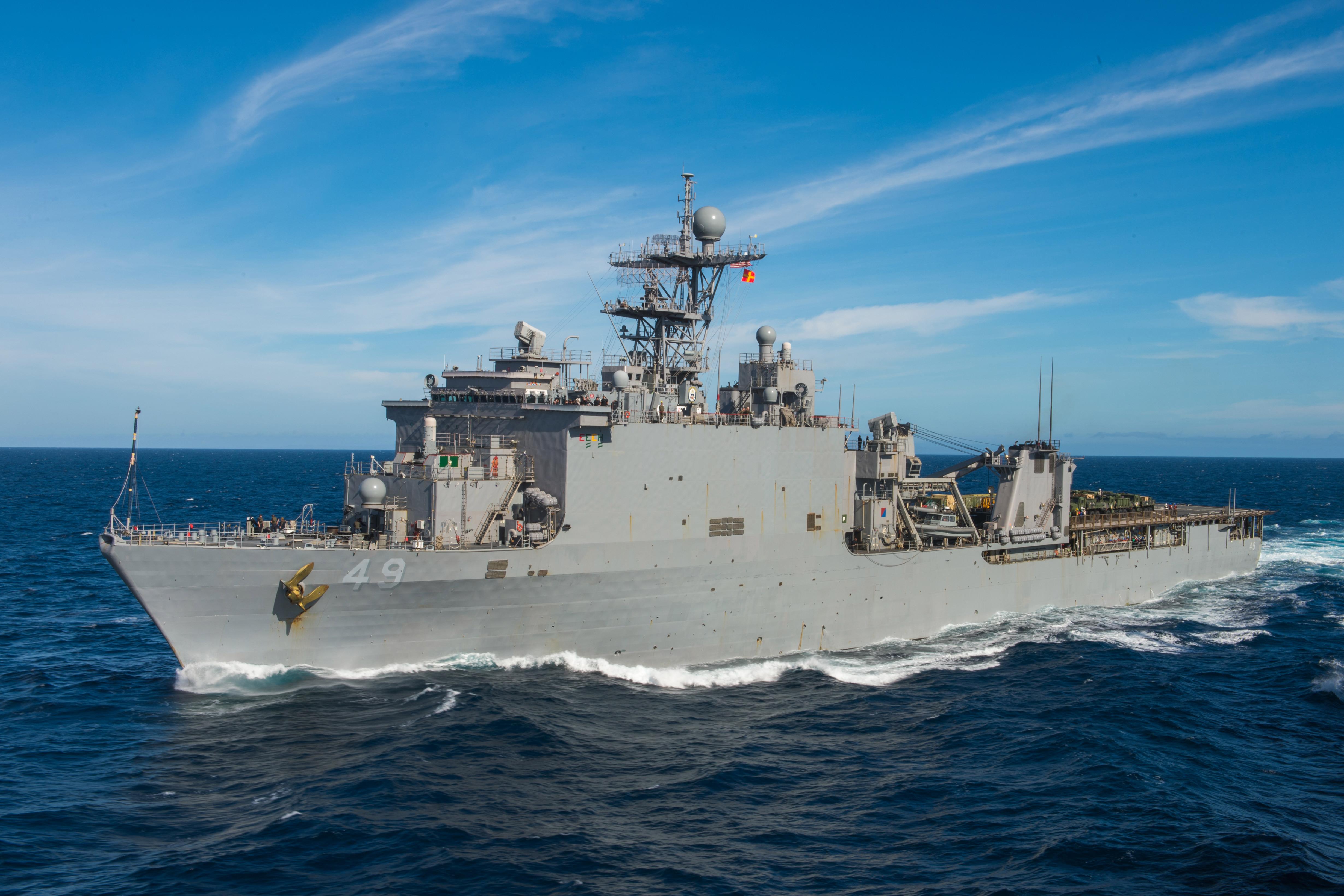 USS HARPERS FERRY LSD-49 am 10.12.2015 im Pazifik Bild: U.S. Navy