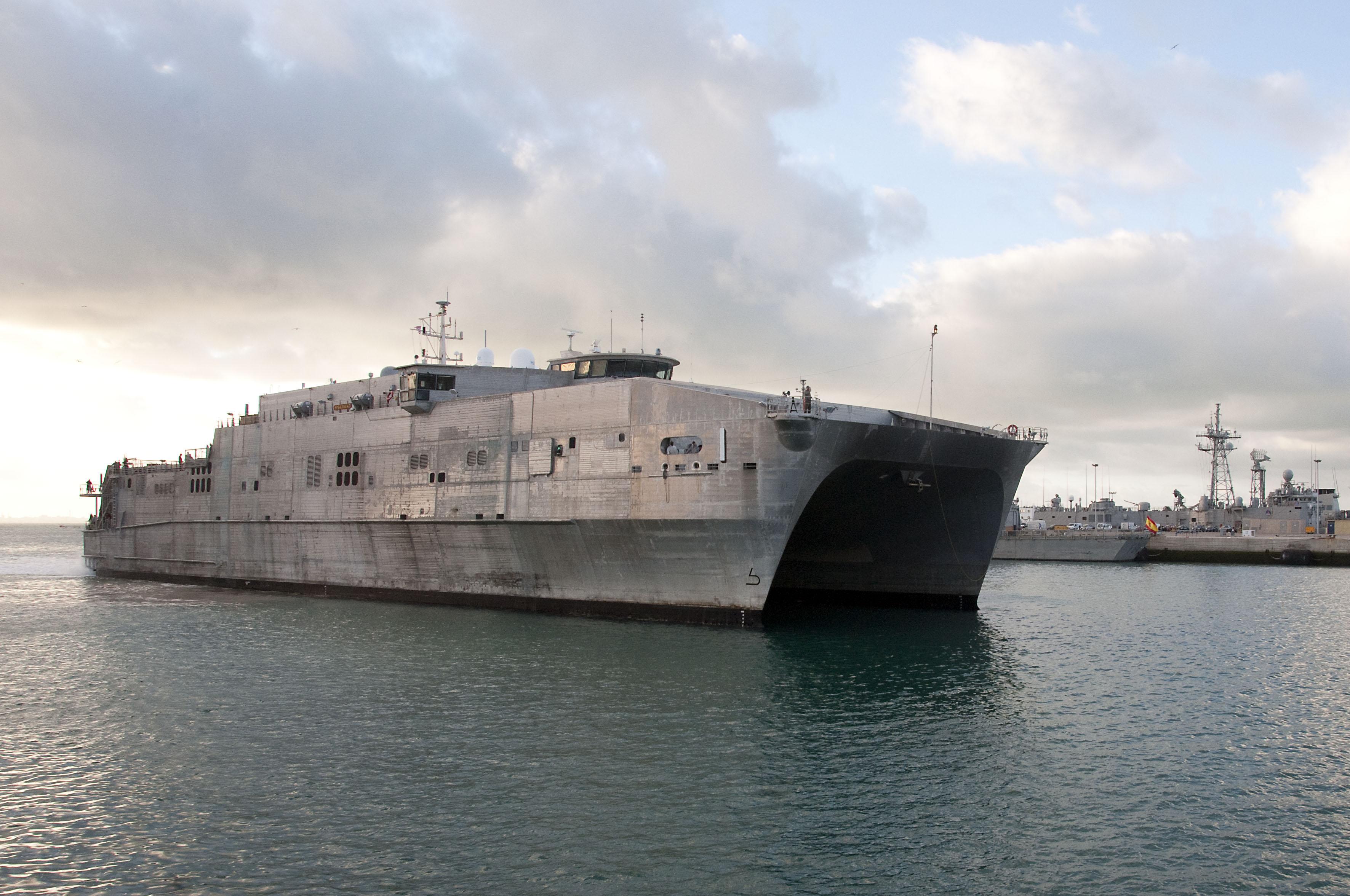 USNS SPEARHEAD T-EPF 1 Einlaufen Rota, Spanien am 08.01.2016 Bild: U.S. Navy