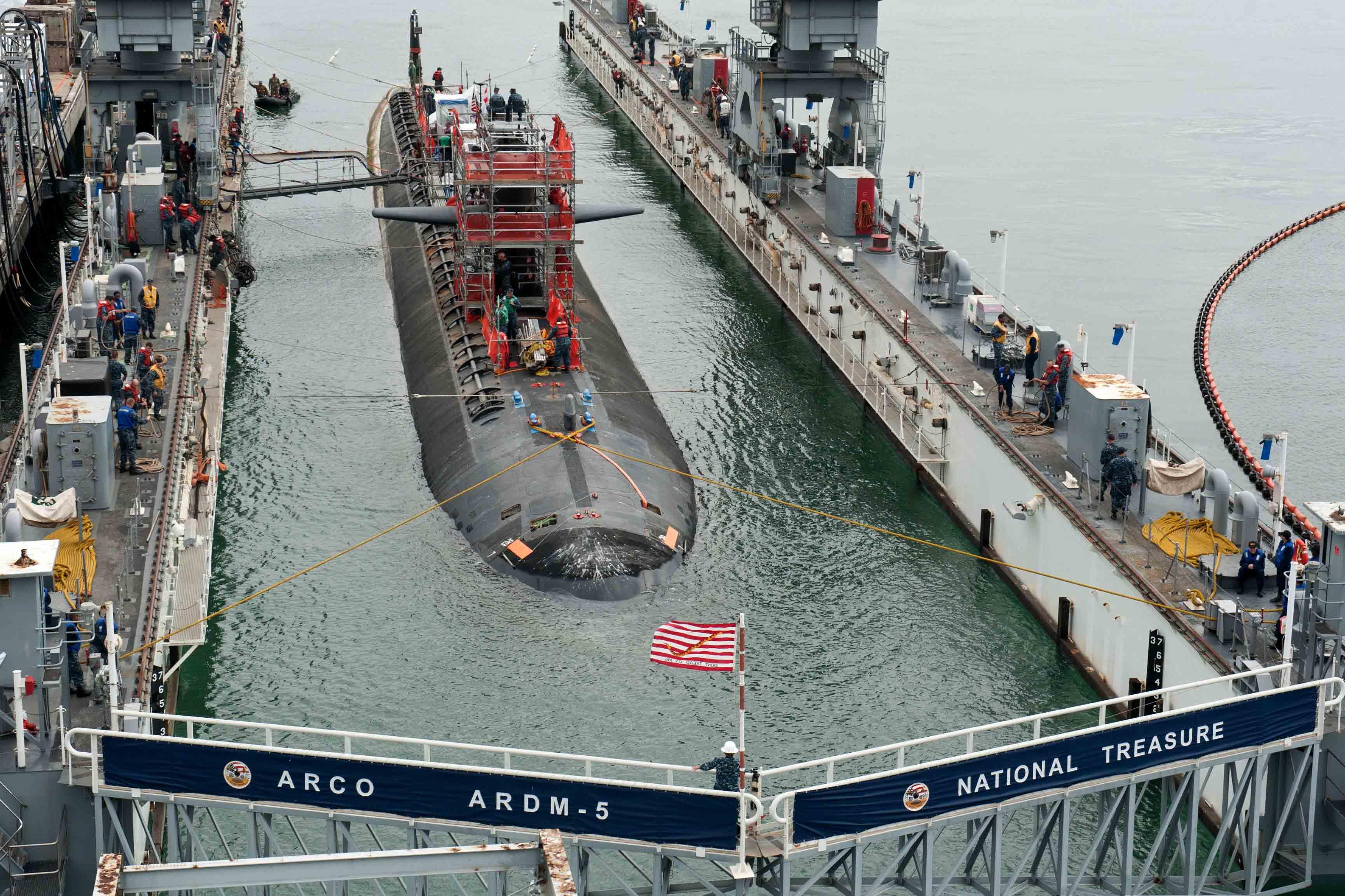 USS OKLAHOMA CITY SSN-723 am 05.05.2016 im Trockendock ARCO ARDM-5 Bild: U.S. Navy