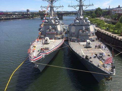 USS RUSSELL DDG-59 und USS HOWARD DDG-83 in Portland, OR Bild: Mike Brock
