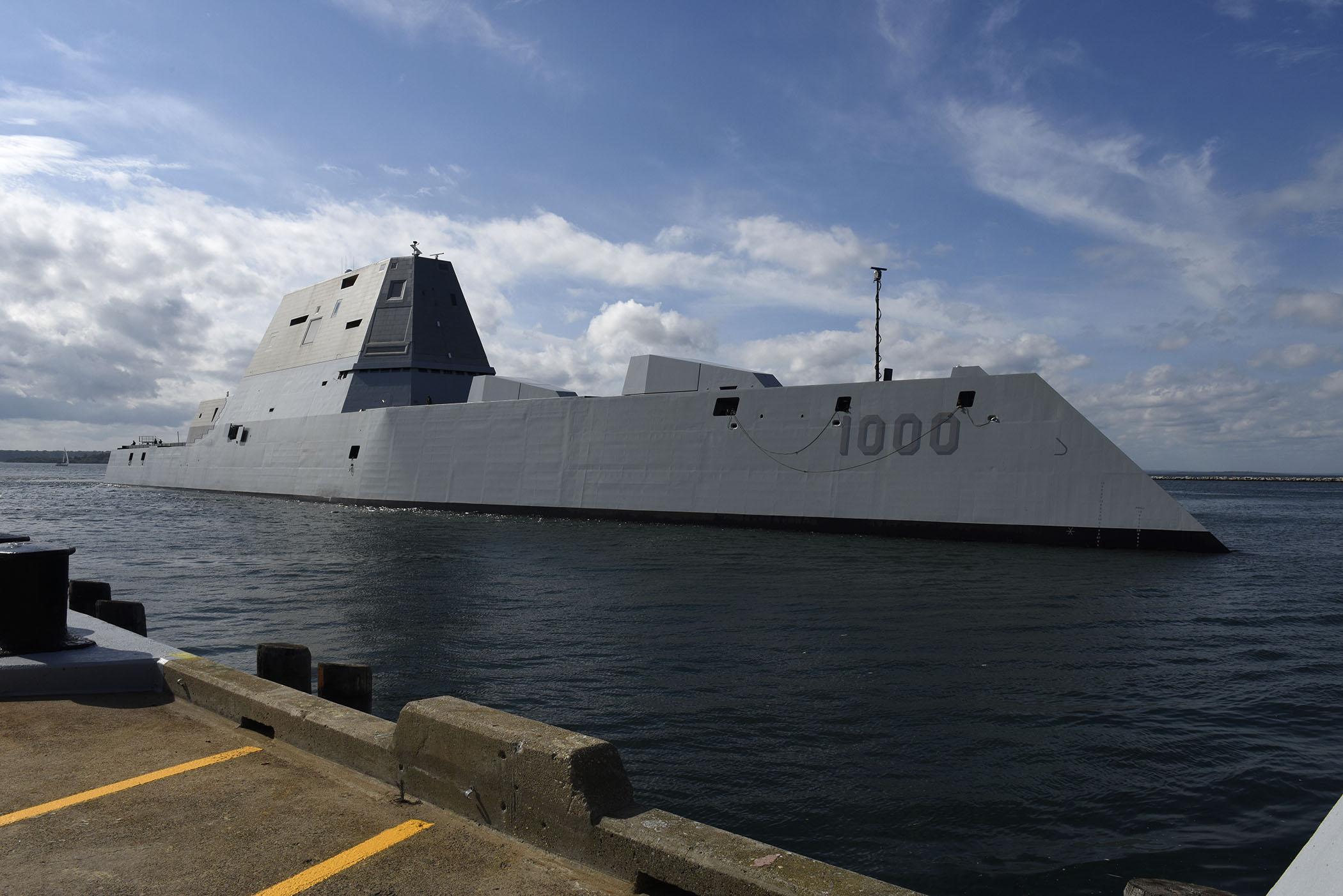 USS ZUMWALT DDG-1000 Einlaufen Newport, RI am 08.09.2016 Bild: U.S. Navy